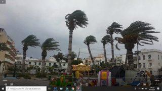 Ισχυρές ριπές ανέμου τώρα στο Λιμάνι της Σητείας