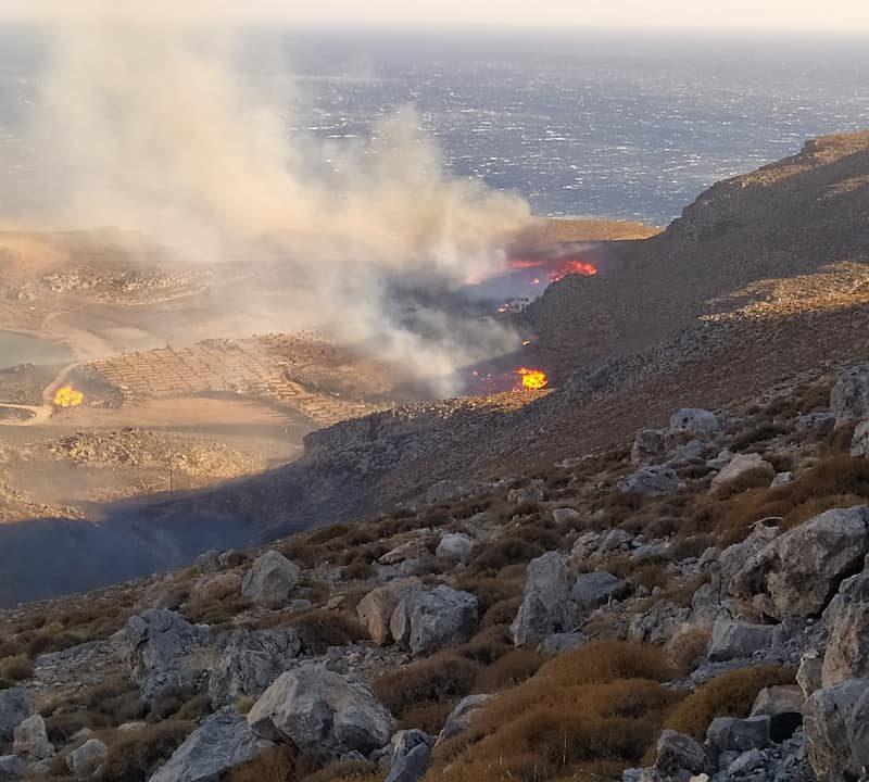 Ξεπέρασαν τα 10 μποφόρ οι άνεμοι στην πυρκαγιά στον Ξερόκαμπο